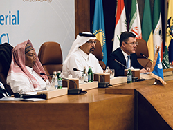 (rl) HE Alexander Novak, Ministro de Energía de Rusia;  Su Excelencia Khalid A. Al-Falih, Ministro de Energía, Industria y Recursos Minerales de Arabia Saudita;  y SE Mohammad Sanusi Barkindo, Secretario General de la OPEP