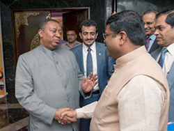 HE Mohammad Sanusi Barkindo, OPEC Secretary General (l); and HE Dharmendra Pradhan, India's Minister of Petroleum and Natural Gas