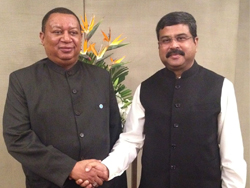 HE Dharmendra Pradhan, India's Minister of Petroleum and Natural Gas (r); with HE Mohammad Sanusi Barkindo, OPEC Secretary General