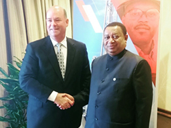 Mr. Ryan Lance, Chairman & CEO, ConocoPhillips (l) with HE Barkindo