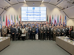 Group photo of the participants in the Technical Workshop on US Tight Oil Prospects