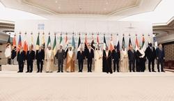 Foto de grupo de funcionarios de la OPEP y no OPEP tomada en Jeddah, Arabia Saudita