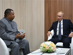 President  of the Russian Federation, HE Vladimir Putin (r), and OPEC Secretary General, HE Mohammad Sanusi Barkindo (Photo: Russian Presidential Executive Office)