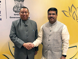 HE Mohammad Sanusi Barkindo, OPEC Secretary General (l) met with HE Dharmendra Pradhan, India's Minister for Petroleum and Natural Gas, in New Delhi