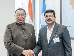 HE Dharmendra Pradhan, India's Minister of Petroleum and Natural Gas (r) with HE Mohammad Sanusi Barkindo, OPEC Secretary General
