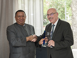OPEC Secretary General (l) presents HE Voronkov with a plaque of honour