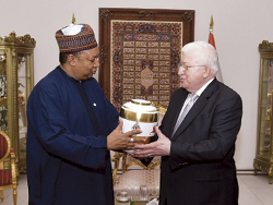 HE Barkindo (l) presents a gift to the President of Iraq