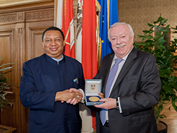 HE Michael Häupl, the Mayor of Vienna (r) with HE Mohammad Sanusi Barkindo, OPEC Secretary General