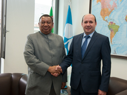 HE Silapberdi Nurberdiev, Ambassador Extraordinary and Plenipotentiary of Turkmenistan to Austria (r), and HE Mohammad Sanusi Barkindo, OPEC Secretary General